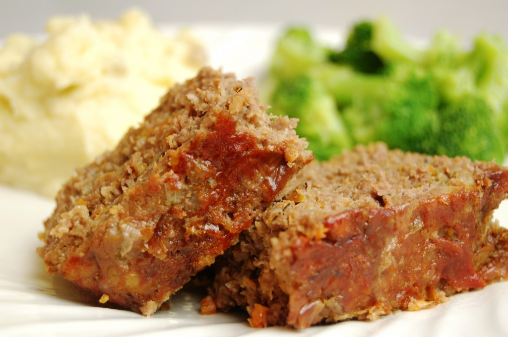 a simple real food recipe :: nourishing meatloaf
